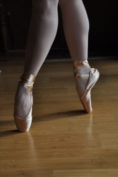 Ballet pointe shoes. Click to find out! When is the right time to go on pointe? The importance of your big toes for ballet dancers! Get better stability, relevé, turns and pointe work.