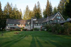 Lake Quinault Lodge in Olympic National Park, Washington State. I would love to visit here!
