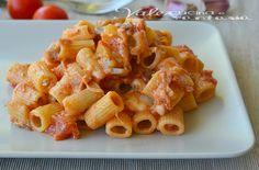 Pasta con melanzane e scamorza ricetta facile Pasta Recipes, Cooking Recipes, Rigatoni, Gnocchi, Pasta Dishes, Lasagna, Macaroni And Cheese, Food And Drink, Eat