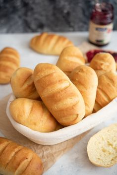 Bułeczki mleczne przepis Hot Dog Buns, Hot Dogs, Pizza, Bread, Food, Water, Recipes, Gripe Water, Brot