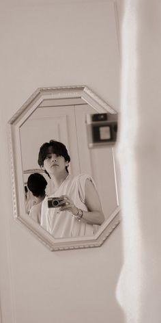 Bts Taehyung, Taehyung Photoshoot, Kim Taehyung Funny, Bts Bangtan Boy, Bts Boys, V Model, Bts Kim, V Bts Wallpaper, Foto Jimin