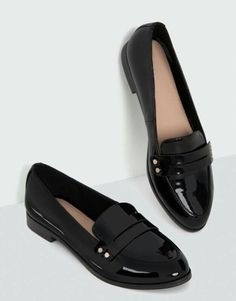 Loafer with studded detail - Shoes - New arrivals - Women - PULL & BEAR Portugal S Pretty Shoes, Beautiful Shoes, Cute Shoes, Oxford Shoes Outfit, New Shoes, Women Oxford Shoes, Shoes Women, Formal Shoes, Casual Shoes