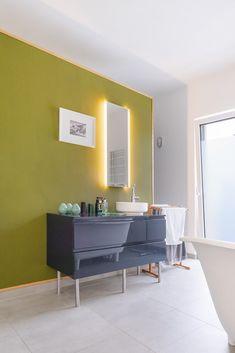 Fantastisch Modernes Badezimmer Mit Waschtisch Grau   Ideen Einrichtung Bungalow Haus  Brandenburg ECO Massivhaus   HausbauDirekt.