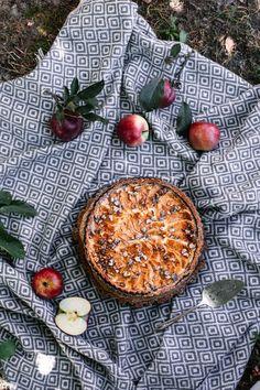 Jablkový koláč s orechovým korpusom (bez múky) - The Story of a Cake Camembert Cheese, Acai Bowl, Cheesecake, Low Carb, Gluten Free, Fruit, Breakfast, Food, Brownies