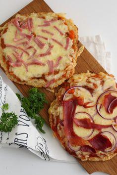 Pizza med blomkålbunn - My Little Kitchen Little Kitchen, Nom Nom, Detox, Low Carb, Pizza, Breakfast, Food, Morning Coffee, Kitchen Small