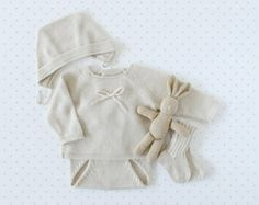 Knit baby pearl set. Sweater, diaper cover, bonnet, socks. 100% Merino. READY TO SHIP size newborn.