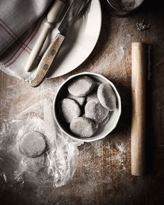 Herkulliset perinteiset karjalanpiirakat   Resepti Baking Bowl, Finnish Recipes, Rice Porridge, Filling Recipe, Rye Flour, Vintage Cooking, Freshly Baked, Yummy Snacks