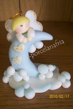 Angel on the Moon and Clouds - Cold Porcelain Idea Polymer Clay Figures, Cute Polymer Clay, Polymer Clay Dolls, Polymer Clay Charms, Clay Projects, Clay Crafts, Diy And Crafts, Clay Angel, Clay Baby