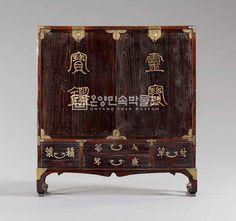 Medicine Storage Cabinet 경기도 약장, 18세기, 오동나무, 황동 86.8*17.6*94.3cm