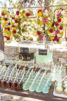 """Μια φανταστική βάπτιση με θέμα το πικ νικ μοιράζεται σήμερα μαζί μας η Peony and Porcelain Events: """"Ένα ολόκληρο πραγματικό πικ νικ, στήθηκε για τους μικρούς και μεγάλους καλεσ… Boy Baptism, Christening, Baptism Decorations, Table Decorations, Iced Tea Lemonade, Special Day, Winnie The Pooh, Wedding Bouquets, Diy And Crafts"""