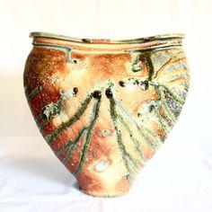 焼締扁壺こちらは元々丸く作ったものを窯の中で熱によって歪ませるという方法で作られたそう今回の個展で最大サイズです篠原希酒食器展は明日最終日です #織部 #織部下北沢店 #陶器 #器 #ceramics #pottery #clay #craft #handmade #oribe #tableware #porcelain