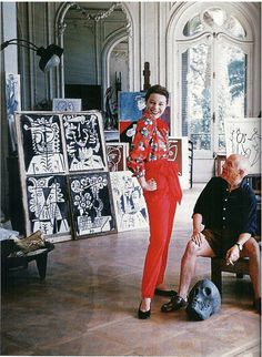 Bettina Graziani wearing Claire McCardell shirt and pants, seen here with Picasso in his new Cannes villa, La Californie, photo by Mark Shaw, is this a picasso-print shirt? is this photo session from the same one in Life magazine? Claire Mccardell, Kunst Picasso, Picasso Art, Picasso Pictures, Christmas Style, Atelier Photo, Frida Art, Eleven Paris, Marc Chagall