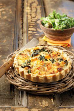 Pumpkin tart with spinach and blue cheese Greek Recipes, Pie Recipes, Dessert Recipes, Cooking Recipes, Parmesan, Pumpkin Tarts, Broccoli, Cheesecake Tarts, Savory Tart