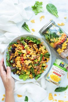 Healthy Taco Salad Recipe | Take this Healthy Taco Salad to work or school in a super convenient mason jar! This easy mason jar salad recipe is a gluten-free and easy work lunch that you can prep-ahead for the week!