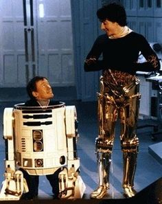 Kenny Baker and Anthony Daniels on the set of Star Wars (1977)