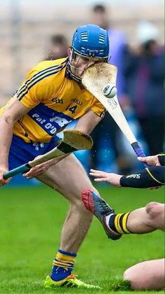 Hurling is a serious contact sport. Funny Sports Memes, Sports Humor, Irish Memes, Clay Matthews, Contact Sport, Football Memes, Nfl Sports, Georgia Bulldogs, New York Giants