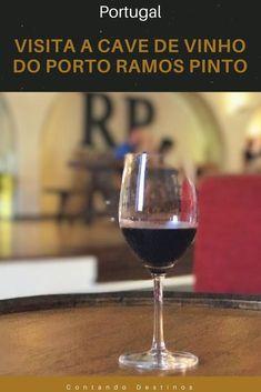 Dica de visita a cave de vinho do Porto em Porto, Portugal. Visitamos a Cave Ramos Pinto e indicamos a visita, e as degustações. Saiba como é a visita a uma cave de vinho do Porto, Portugal #vinhodoporto #portugal
