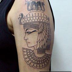 Primeira sessão da tattoo da Cleopatra feita na @giurodriguesmake #cleopatra #cleopatratattoo #tatuagem #neotraditional #tattoo #egyptian