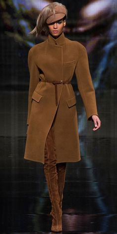 Donna Karan Fall and sensual. These are the two main ideas of Donna Karan's fall-winter 2014 collection which also happens to mark the label's Donna Karan, Pijamas Women, Mode Chic, Winter Mode, Looks Chic, Mode Inspiration, Dior Couture, Autumn Winter Fashion, Fall Winter