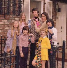 The Bradys 1990 TV Series | The Brady Bunch Cast with ties