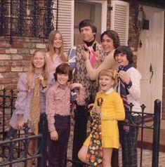 The Bradys 1990 TV Series | The Brady Bunch Cast with ties