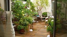 Eine kleine Terrasse zieren wenige, am besten gleiche Farbtöne