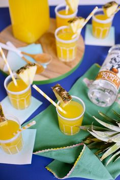 Loconut recipe // Captain Morgan coconut rum with a splash of pineapple juice, the perfect cocktail recipe for your next outdoor party