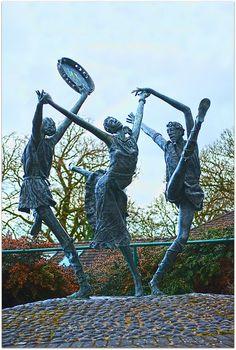 'The Cashel Dancers' in Tipperary, Ireland ~ Artist Rowan Gillespie Steel Sculpture, Bronze Sculpture, Sculpture Art, Ballet Painting, Dance Paintings, Outdoor Sculpture, Outdoor Art, Auguste Rodin, Celtic Dance