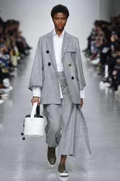 Eudon Choi Debuts Bag Collection And It's Just As Lust-Worthy As His Clothes Ornament And Crime, Aw17, Fashion Advice, Nice Dresses, Beauty Hacks, Celebrity Style, Ready To Wear, Fall Winter, Normcore