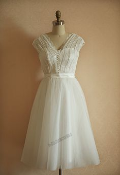 Vintage Inspired Lace Tulle Wedding Dress Tea Length by misdress