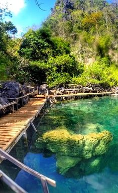 Kayangan Lake - Asia's cleanest lake. El Nido or Coron? Or both? Palawan in the Philippines. How to reach, places to stay, eating options, costs, beaches, attractions, party and more! #ElNido #Coron #Palawan