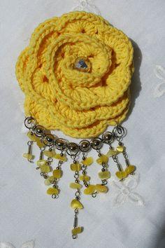 Crocheted waterfall brooch Yellow color by lindapaula on Etsy, €12.00- Broche con flor de ganchillo y cascada de piedras