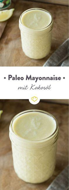 Mayo nach dem Prinzip der Steinzeit-Ernährung braucht lediglich wertvolle Öle wie beispielsweise Kokos- und Olivenöl. Lecker und absolut Paleo-tauglich.