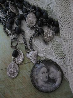 <3Beaded necklace with old photo