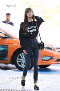 Blackpink Fashion, Kpop Fashion Outfits, Korean Fashion, Spring Fashion, Jean Outfits, Cute Outfits, Mom Jeans, Skinny Jeans, Kim Jisoo