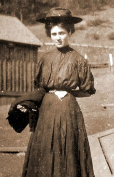 In Leonora Whitaker left her home to teach at a mission school near Del Rio, TN. She is the mother of Catherine Marshall and Christy [the novel] is inspired by Leonora's experiences teaching in rural Appalachia. Vintage Photographs, Vintage Photos, Catherine Marshall, People Of Interest, Fashion Designer, Women In History, Historian, Old Photos, American History