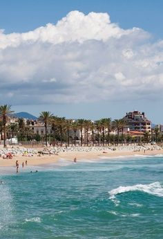 L'Astillero Beach | This beach in Vilassar de Mar has areas for beach sports, children's park and the railway station in front of the beach #BCNmoltmes #beach #maresme