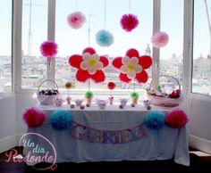 Mesa de chucherías decorada con globos para comunión.*** Taula de llepolies decorada amb globus per a comunió.
