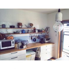 komakiさんの、キッチン収納,コーヒー,タイル,北欧,食器棚,ナチュラル,シンプル,キッチン,のお部屋写真 Kitchen Styling, Open Shelving, Interior Inspiration, Corner Desk, Kitchen Cabinets, House Design, Storage, Furniture, Home Decor