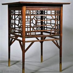 Edward Godwin - Anglo-Japonese Table c. 1873-75 Mahogany Probably executed by Collinson and Lock H. 66 x W. 50,8 x D. 50 cm