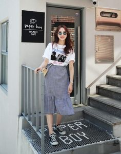 Style Need A Boost? Try These Ideas For Becoming More Fashionable. Many people do not think that a sense of style comes easily to them. Korean Street Fashion, Korea Fashion, Asian Fashion, Modest Fashion, Modest Outfits, Casual Outfits, Fashion Outfits, Fashion Moda, Look Fashion