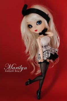 Marilyn (New dress and provisional eyes)