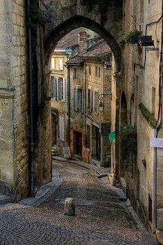 Ancien village St. Émilien France                              https://m.facebook.com/France.Art.Architecture
