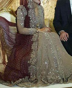 Ideas for asian bridal hijab gold Pakistani Fashion Party Wear, Pakistani Wedding Outfits, Pakistani Wedding Dresses, Bridal Outfits, Bridal Mehndi Dresses, Desi Wedding Dresses, Bridal Hijab, Walima Dress, Pakistan Bridal