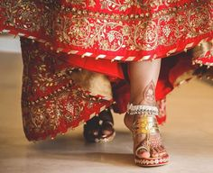 Your Own Our Fav. Styles and Designers for Super comfy & Custom Indian Bridal Shoes - Witty Vows Red Lehenga, Bridal Lehenga, Indian Bridal Outfits, Bridal Dresses, Anklet Designs, Bridal Sandals, Silver Anklets, Indian Fashion, Bride