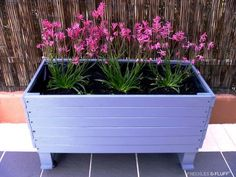 Related image Wood Pallet Planters, Wood Planter Box, Wooden Pallets, Pallet Wood, Diy Pallet, Pallet Ideas, Balcony Planters, Diy Planters, Planter Ideas