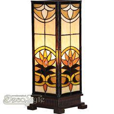 Tiffany Windlicht Xania Deluxe Large  Windlicht helemaal met de hand gemaakt van echt Tiffanyglas.  Dit originele glas zorgt voor de warme uitstraling. De voet is bronskleurig. Met 1x grote fitting (E27).  Met schakelaar in het lichtnetsnoer.  Afmetingen: Hoogte: 45 cm Breedte: 18 cm Diepte: 18 cm