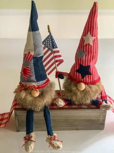 Learn how to make gnomes with arms and legs for the 4th of July. These patriotic gnomes with arms and legs are a fun addition to your Independence Day decor. But really this step by step tutorial will show you how to make gnomes with arms and legs for any season! Craft Gifts, Diy Gifts, Animal Knitting Patterns, Sewing Patterns, Gnome Tutorial, Easy Fall Wreaths, Free Pattern Download, Gnome Hat, Sewing Projects For Beginners