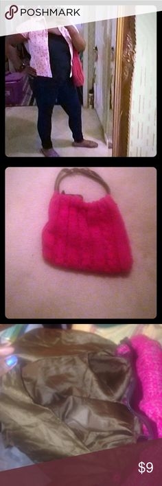 Pink sweater purse Linen is somewhat torn inside & 1 strap is im better condition than the other. Other than that good condition👍🏻2 handles & 1 zipper compartment inside. murval paris Bags Shoulder Bags
