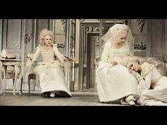 """Sunnyi Melles über """"Madame de Sade"""" (Regie Alvis Hermanis)  Wenn mein Mann ein unmoralisches Ungeheuer ist muss ich zu einem Ungeheuer an Ergebenheit werden. aus Madame de Sade Das Stück ist ein Skandal und es handelt vom Skandal eines Menschen der seine Triebe auslebt der das Unbehagen in der Kultur nicht hinnehmen will. Es ist ein spätes Stück des japanischen Autors Yukio Mishima das 1965 geschrieben und mit grossem Erfolg auch ausserhalb Japans aufgeführt wurde. Das Stück spielt im Salon…"""